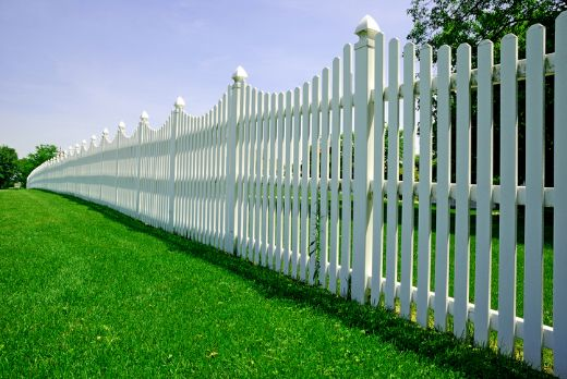 white fencing solution with green synthetic grass at ballarat carpenters
